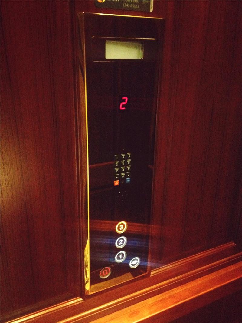 【沁园春】倪女士—相信鲸蓝机电,选择蒂森克虏伯别墅家用电梯!